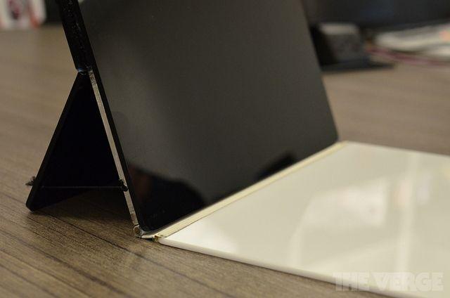 Финальный прототип Surface с подставкой и Touch Cover.