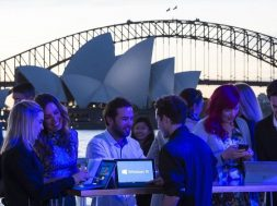 Windows-10-fan-celebration-in-Sydney1.jpg