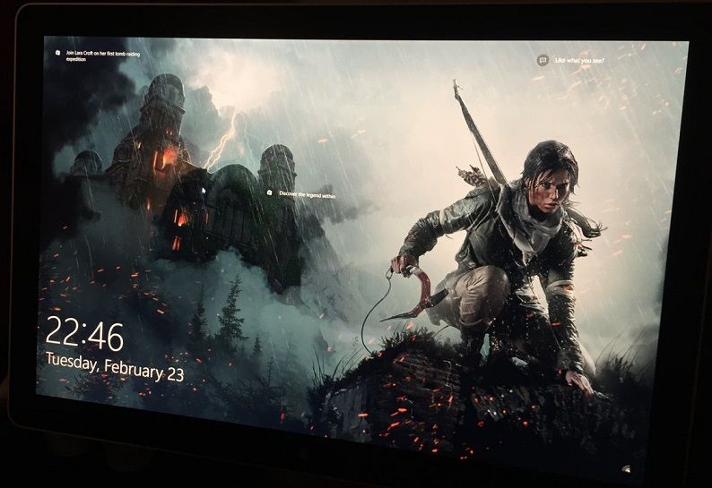 Реклама Rise of the Tomb Raider на экране блокировки