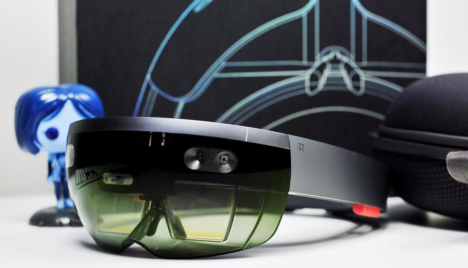 Microsoft поведала подробности о голографическом процессоре в составе HoloLens