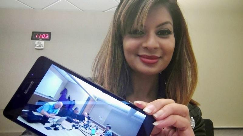 Дона Саркар призналась, что использует некий невыпущенный смартфон